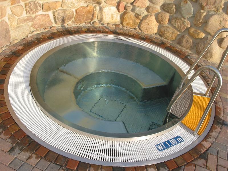 Whirlpool outdoor rund  Outdoor Pools